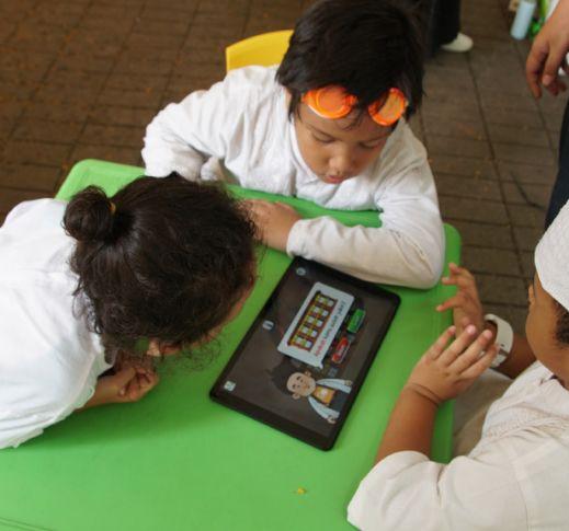 Pengenalan Aplikasi Game Edukatif ICANDO di Kampung Betawi, Jakarta