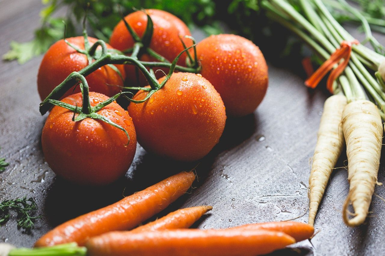 sayur mayur tomat, wortel dan lobak
